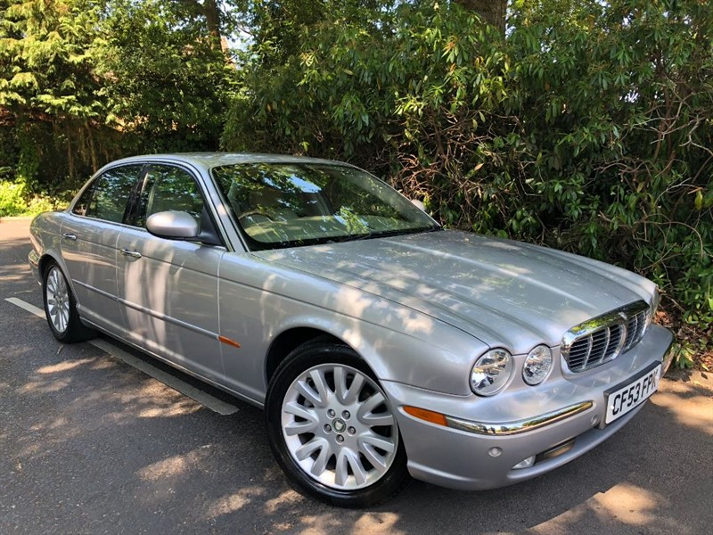used Jaguar XJ V8 SE / STUNNING AND TIMELESS in farnborough-hampshire