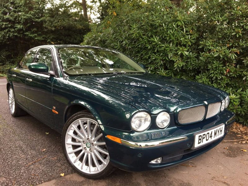 used Jaguar XJR V8 R / SUNROOF / REAR ENTERTAINMENT / LOW MILES in farnborough-hampshire