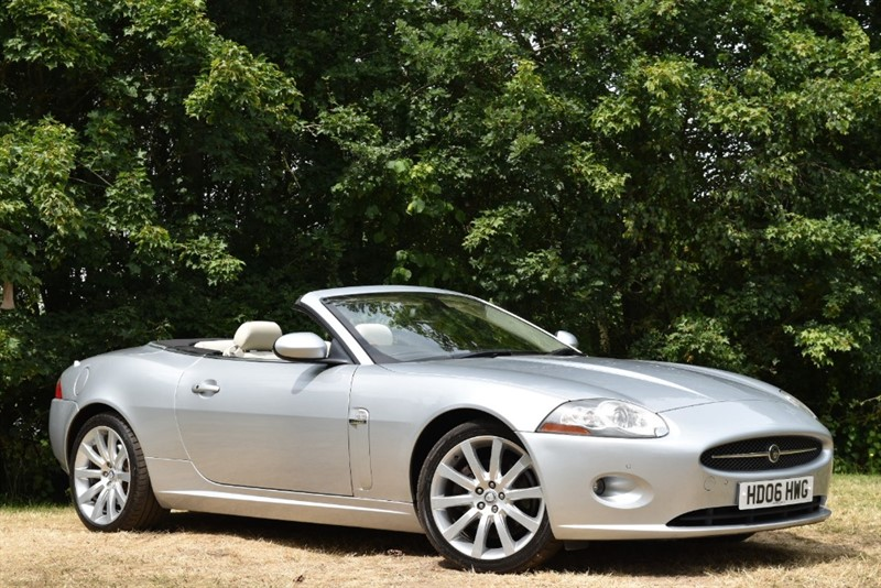 used Jaguar XK CONVERTIBLE 4.2 V8+STUNNING COLOUR COMBINATION in farnborough-hampshire