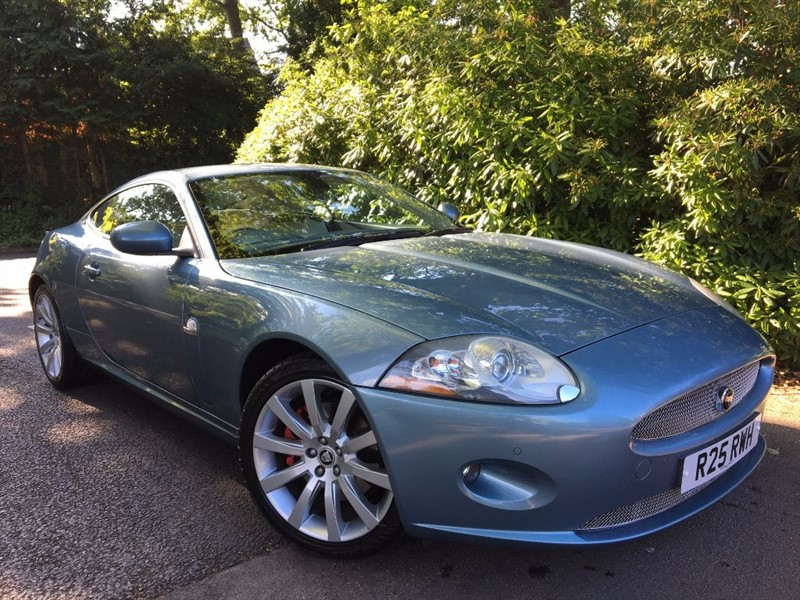 used Jaguar XK COUPE / KEYLESS ENTRY AND AMERICAN WALNUT VENEERS in farnborough-hampshire