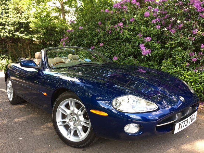 used Jaguar XK8 CONVERTIBLE / BLUE ROOF in farnborough-hampshire