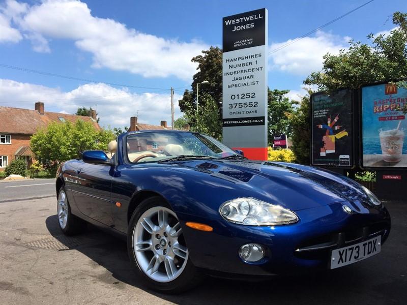 used Jaguar XK8 CONVERTIBLE / BLUE ROOF in farnborough-hampshire