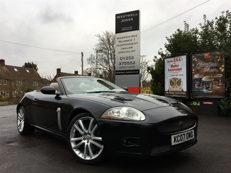 used Jaguar XKR XKR / 10 SERVICE STAMPS IN BOOK in farnborough-hampshire