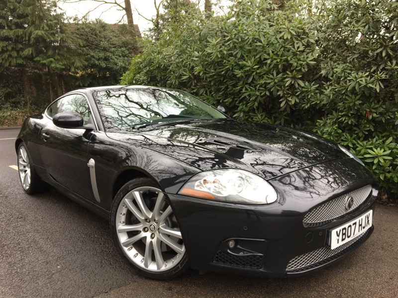 used Jaguar XKR XKR SUPERCHARGED / STUNNING COLOURS / KEYLESS ENTRY in farnborough-hampshire
