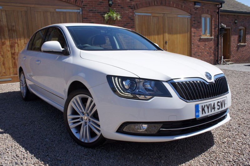 used Skoda Superb ELEGANCE TDI CR, FULL SERVICE HISTORY, SAT NAV, BLUETOOTH, HEATED LEATHER in in-west-yorkshire
