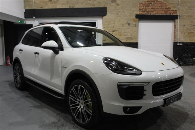 used Porsche Cayenne 3.0 E-Hybrid S Tiptronic S AWD HUGE SPEC - VAT QUALIFYING in yeadon-leeds-for-sale