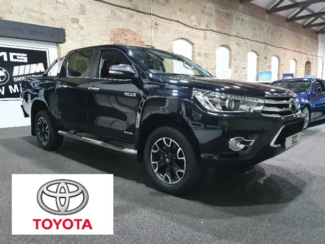 used Toyota Hilux INVINCIBLE X 4WD D-4D DCB in yeadon-leeds-for-sale
