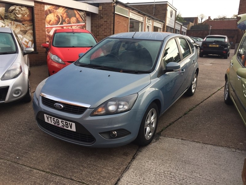 used Ford Focus Zetec Hatchback 5dr Manual (161 g/km, 99 bhp) in tamworth-staffordshire