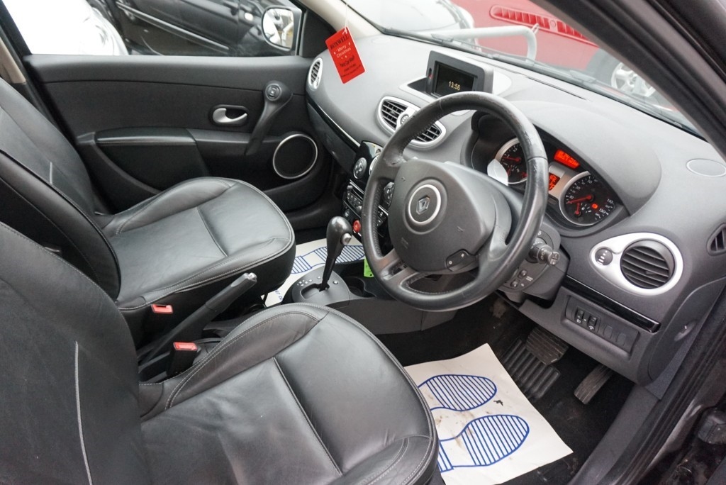 used renault clio initiale tomtom vvt moulsham motor co. Black Bedroom Furniture Sets. Home Design Ideas
