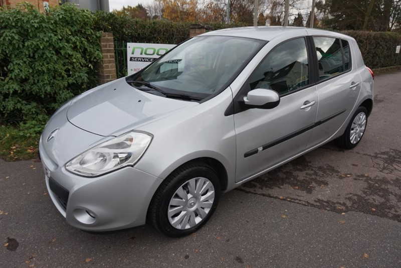 used Renault Clio EXPRESSION 16V in chelmsford-essex