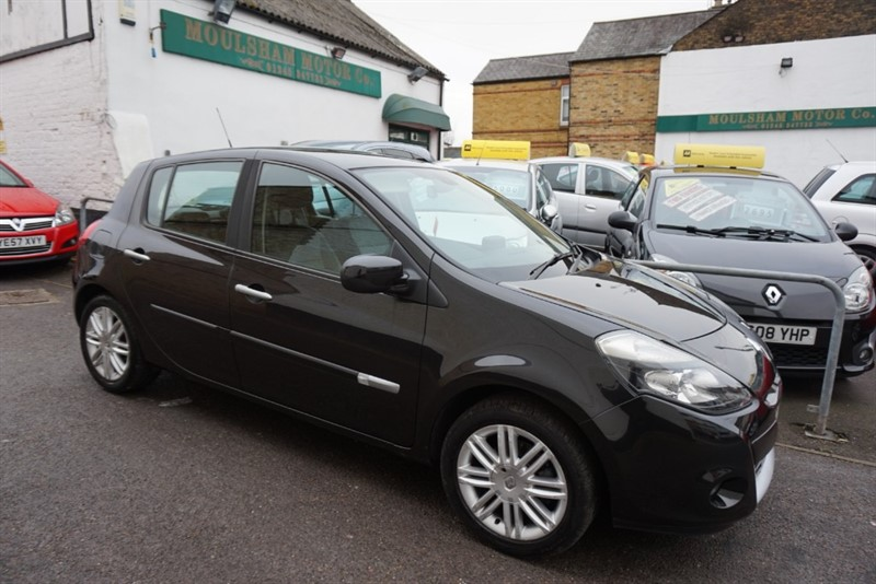 used Renault Clio INITIALE TOMTOM VVT in chelmsford essex
