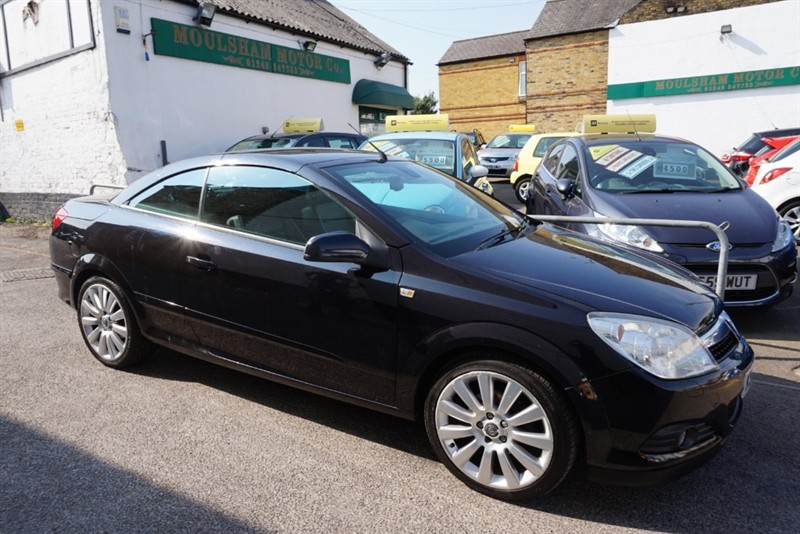 used Vauxhall Astra TWIN TOP EXCLUSIV BLACK in chelmsford-essex