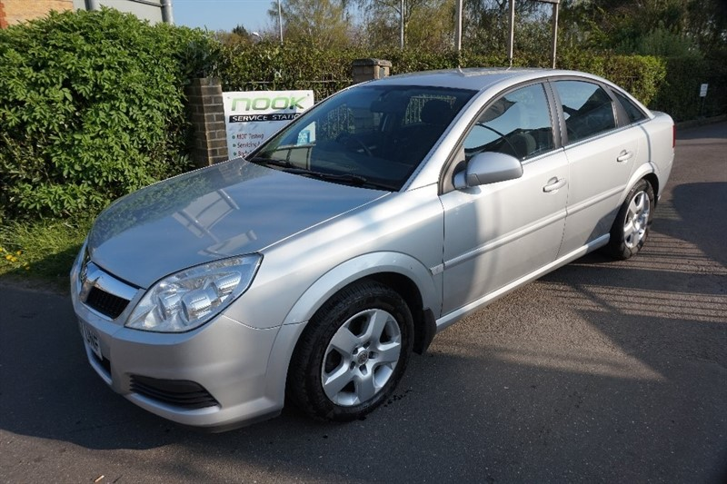 used Vauxhall Vectra i VVT Exclusiv 5dr in chelmsford essex