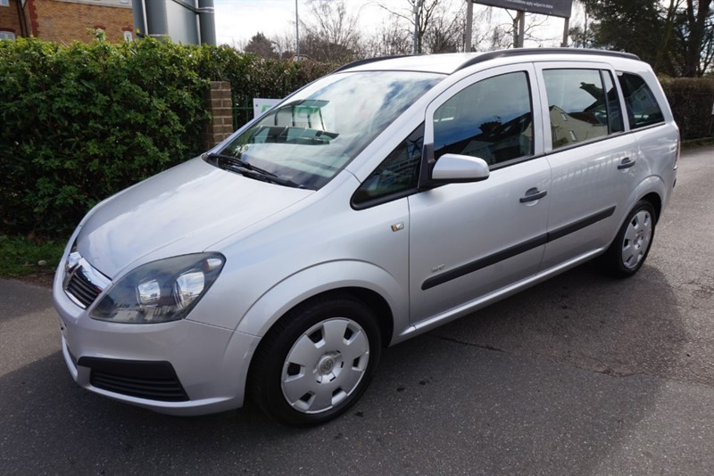 used Vauxhall Zafira 16V LIFE in chelmsford-essex