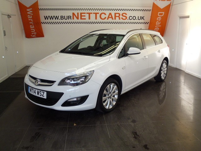 used Vauxhall Astra TECH LINE AUTOMATIC ESTATE in chorely-lancashire