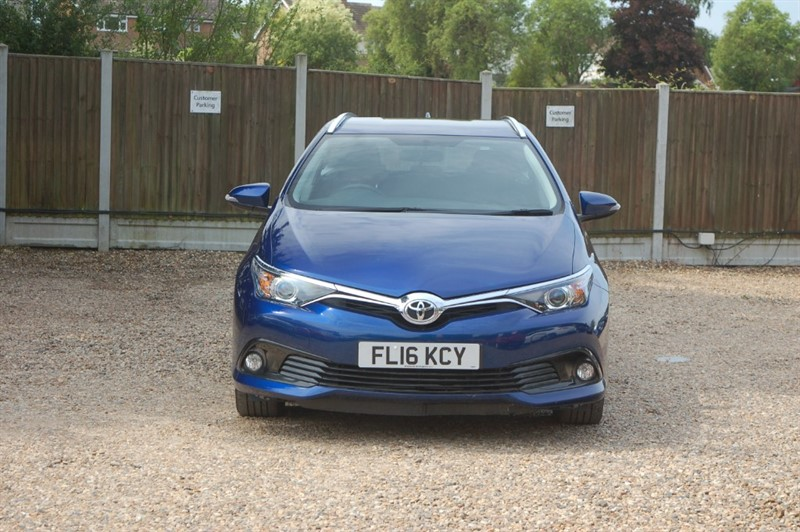used Toyota Auris D-4D BUSINESS EDITION TOURING SPORTS in tiptree-essex