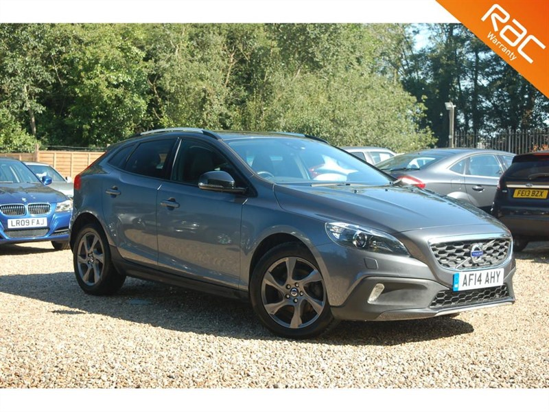 used Volvo V40 D2 CROSS COUNTRY LUX NAV in tiptree-essex