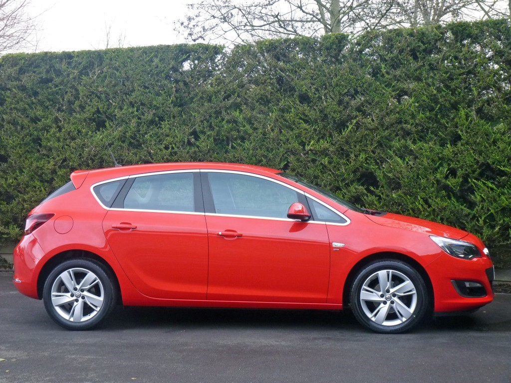 Used Flame Red Vauxhall AstraFor Sale