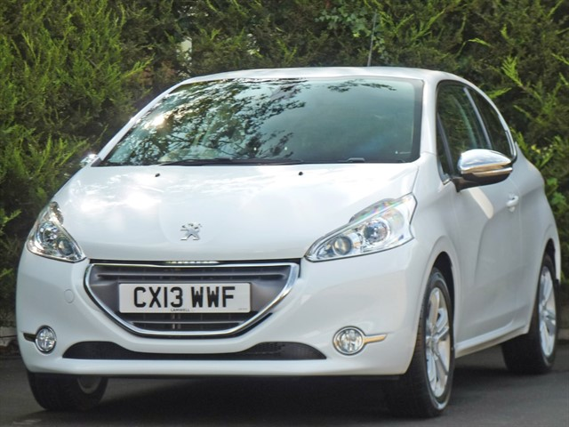 used Peugeot 208 1.2 VTi ALLURE in dorset