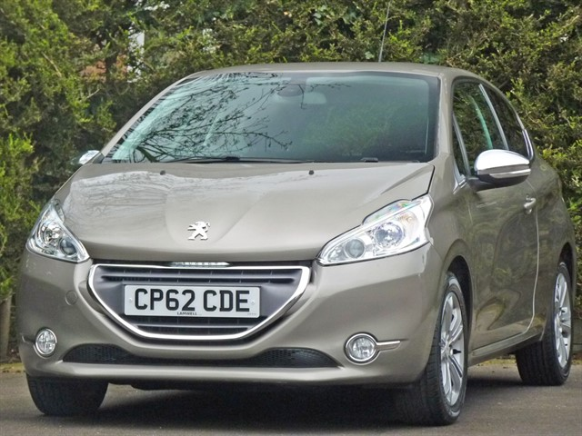 used Peugeot 208 1.6 E-HDI ALLURE in dorset