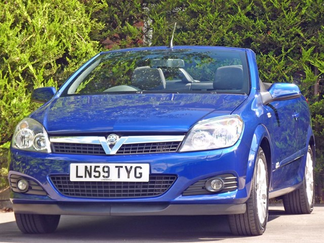 used Vauxhall Astra TWIN TOP SPORT COUPE CONVERTIBLE in dorset
