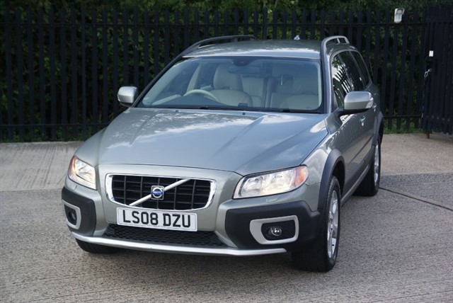 used Volvo XC70 D5 SE AWD in colchester-essex