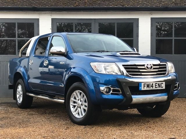 used Toyota Hilux HI-LUX INVINCIBLE 4X4 D-4D DCB in west-sussex