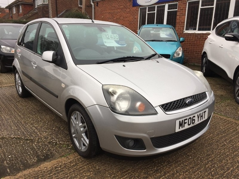 used Ford Fiesta Ghia 5dr in high-wycombe-buckinghamshire