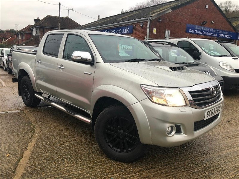 used Toyota Hilux D-4D Invincible Crewcab Pickup 4dr in high-wycombe-buckinghamshire