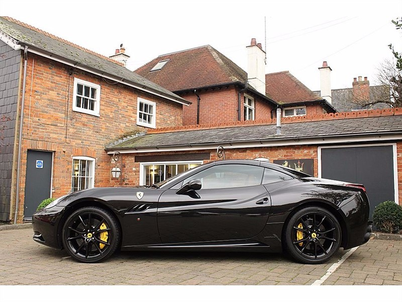 used Ferrari California 2 PLUS 2 in shrivenham