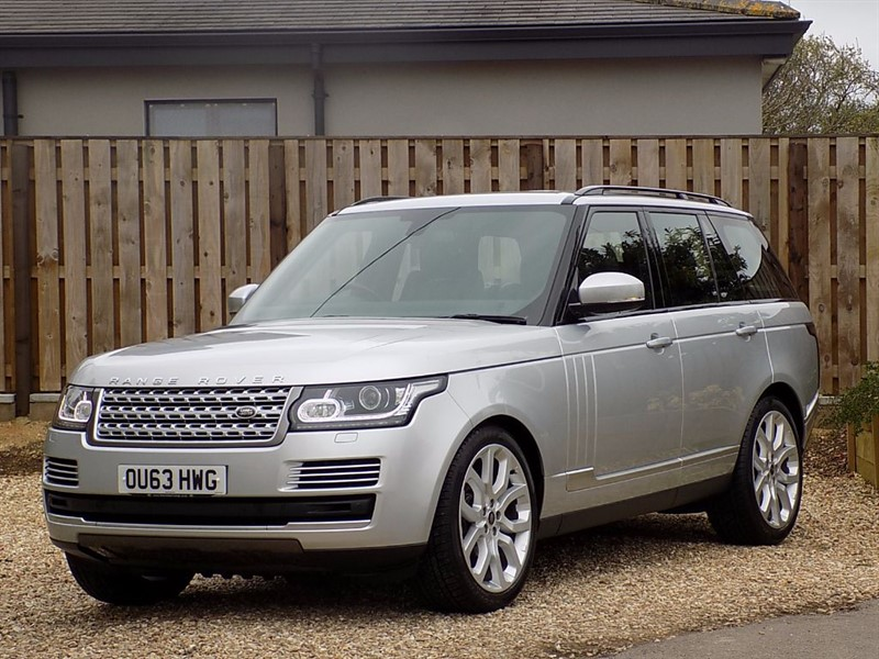 used Land Rover Range Rover TDV6 VOGUE SE - Includes FREE Shrivenham Garage Service Plan in shrivenham