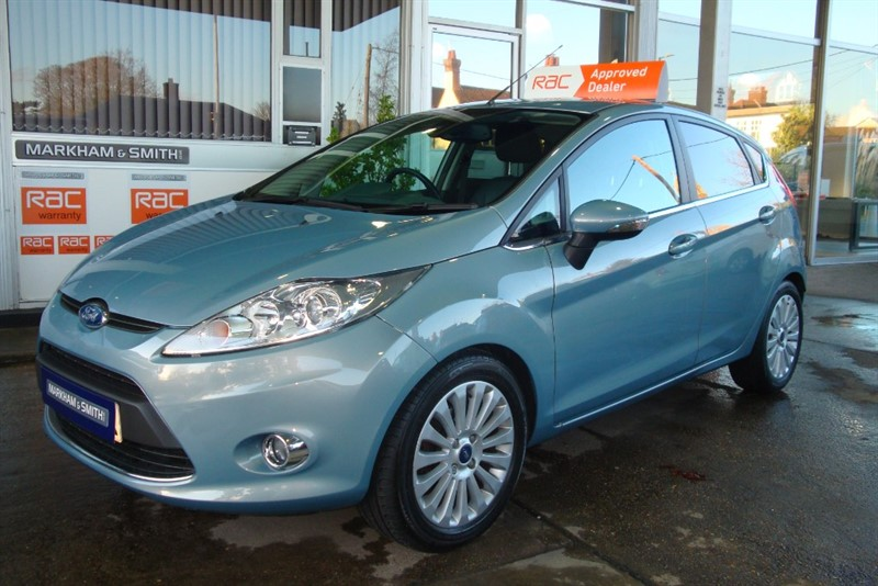 used Ford Fiesta TITANIUM + Automatic + Leather + Parking Sensors + 2 Owners + 1.4 petrol in witham-essex
