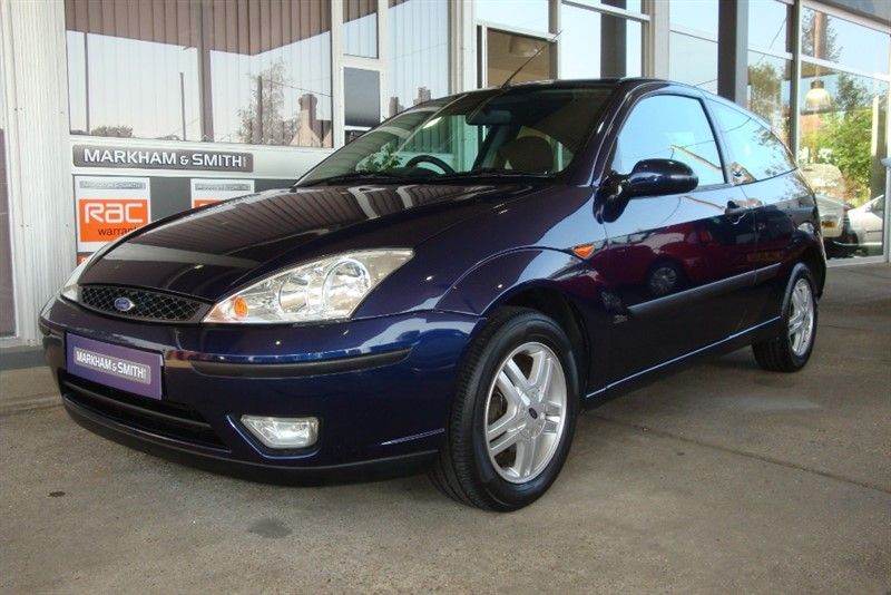 used Ford Focus ZETEC 1.6 3dr  Blue MOT 13/09/2021 FSH + 11 Service Stamps in witham-essex
