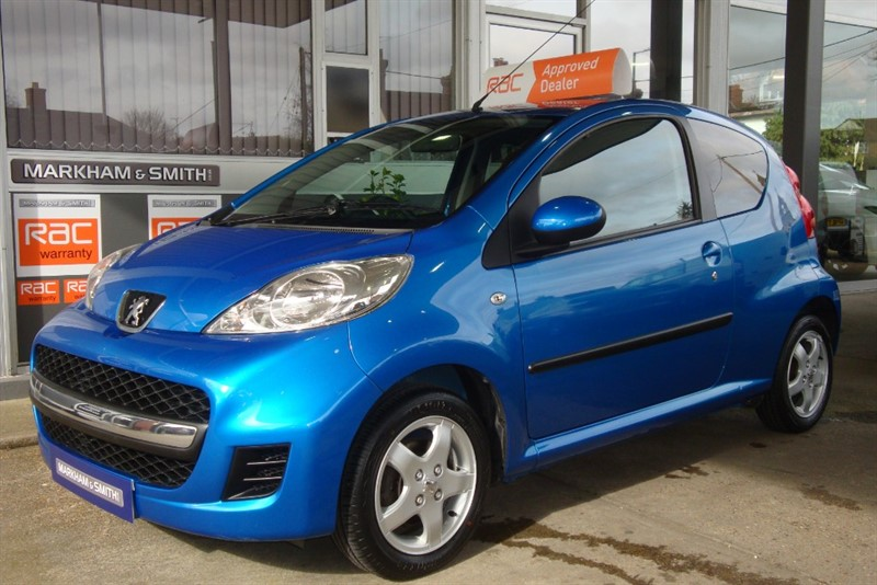 used Peugeot 107 SPORTIUM  1 Lady Owner Car With Full Toomey Peugeot Main Dealer  History 9 stamps in witham-essex
