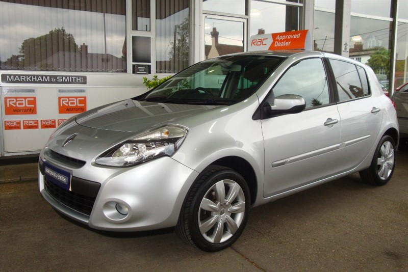 used Renault Clio PRIVILEGE TCE 1.1  5dr ,58,446 ,2 owners ,FSH , Part leather ,Cruise ,Top Spec in witham-essex