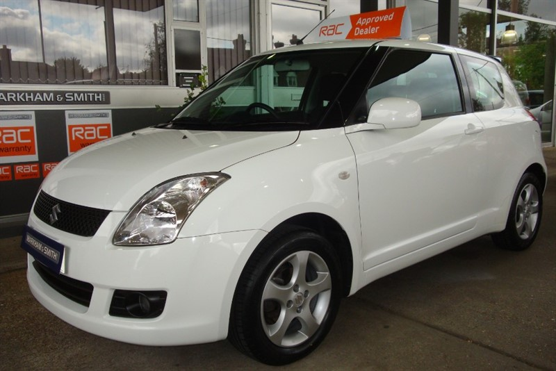 used Suzuki Swift GL 3dr  White , FSH 7 STAMPS +  HPI CLEAR  + 2 KEYS in witham-essex