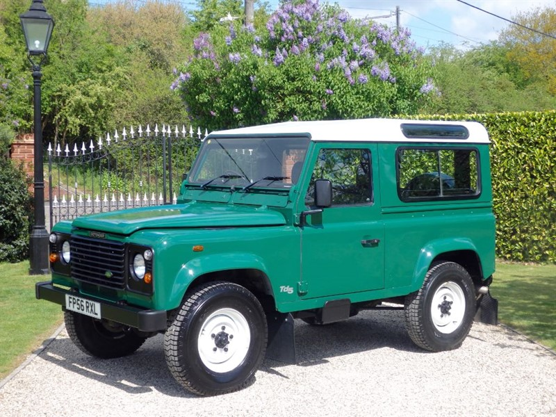 used Land Rover Defender 90 TD5 STATION WAGON JUST 45,000 MILES LATE Td5! CLASSIC LOOKING 90! in chelmsford-essex