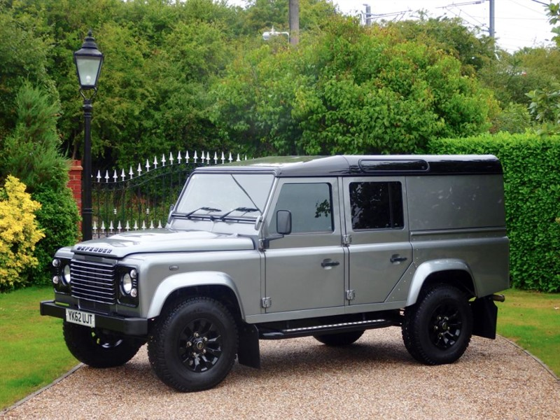 used Land Rover Defender 110 TDCI COUNTY UTILITY WAGON VAT INCLUSIVE - £21,250 + VAT!  in chelmsford-essex