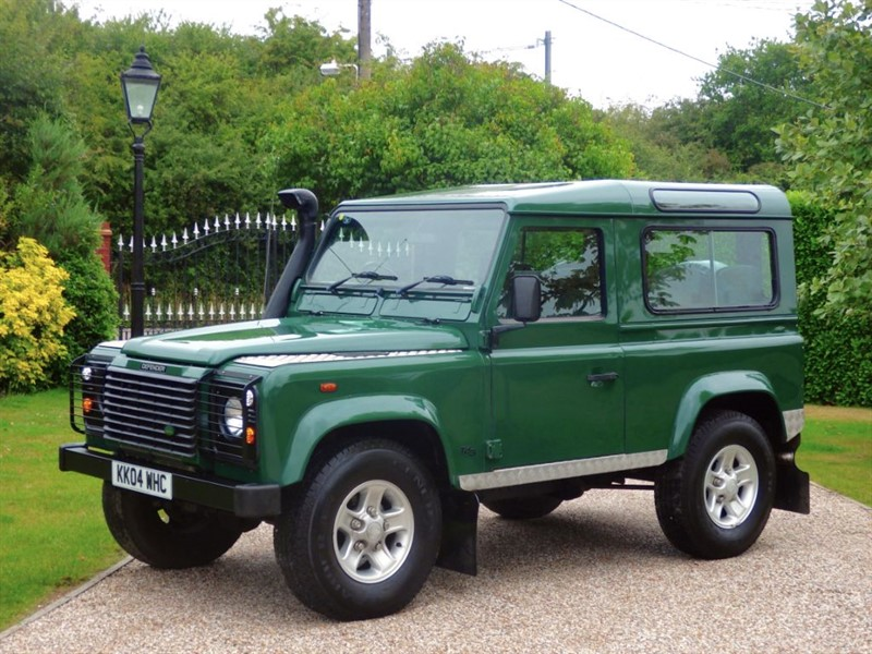 used Land Rover Defender 90 TD5 COUNTY STATION WAGON VERY TIDY EXAMPLE! RARE FACTORY AIR CON in chelmsford-essex