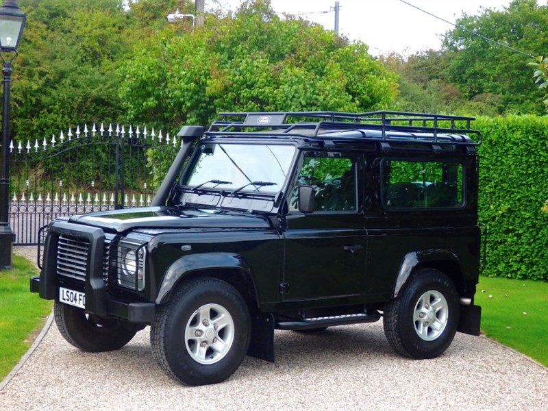 used Land Rover Defender 90 TD5 XS STATION WAGON GENUINE 18,000 MILES! 6 SEATER! VERY RARE! in chelmsford-essex