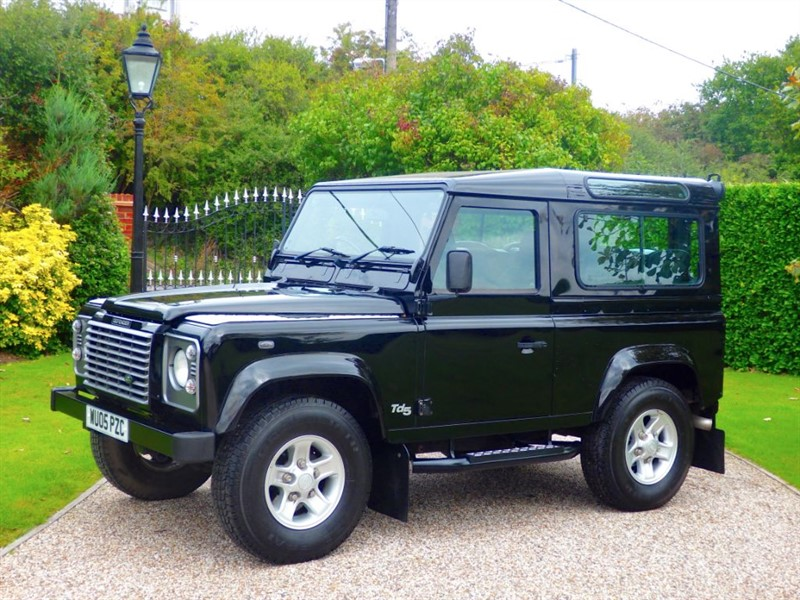 used Land Rover Defender 90 TD5 XS STATION WAGON 6 SEATER! LOW ROAD TAX! in chelmsford-essex
