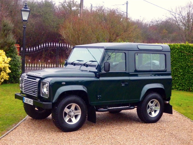 used Land Rover Defender 90 TDCI XS STATION WAGON BUETIFUL EXAMPLE! RARE XS AINTREE GREEN!  in chelmsford-essex