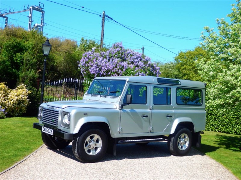 used Land Rover Defender 110 TD5 XS STATION WAGON JUST 47,000 MILES! CHEAPER ROAD TAX! 9 SEATS! in chelmsford-essex