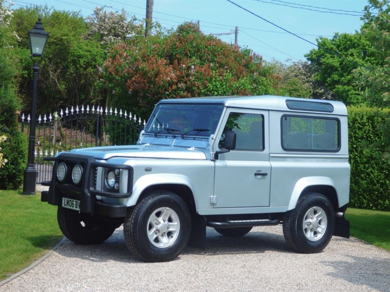 used Land Rover Defender 90 TD5 XS STATION WAGON GENUINE 20,000 MILES! 6 SEATER! EXCEPTIONAL EXAMPLE in chelmsford-essex