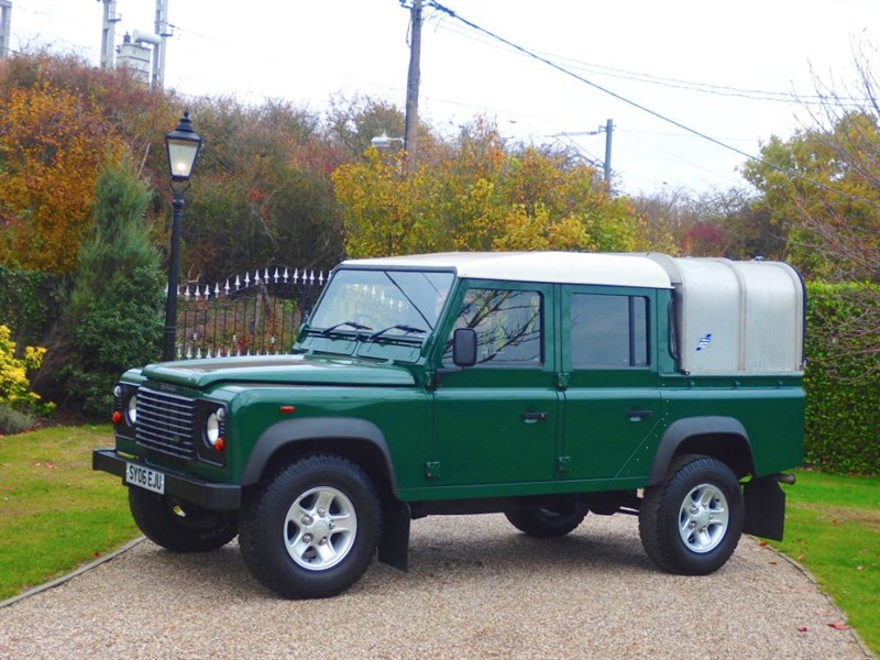 used Land Rover Defender 110 2.5 TD5 DOUBLE CAB PICKUP JUST 69,000 MILES! GREAT SERVICE HISTORY!  in chelmsford-essex