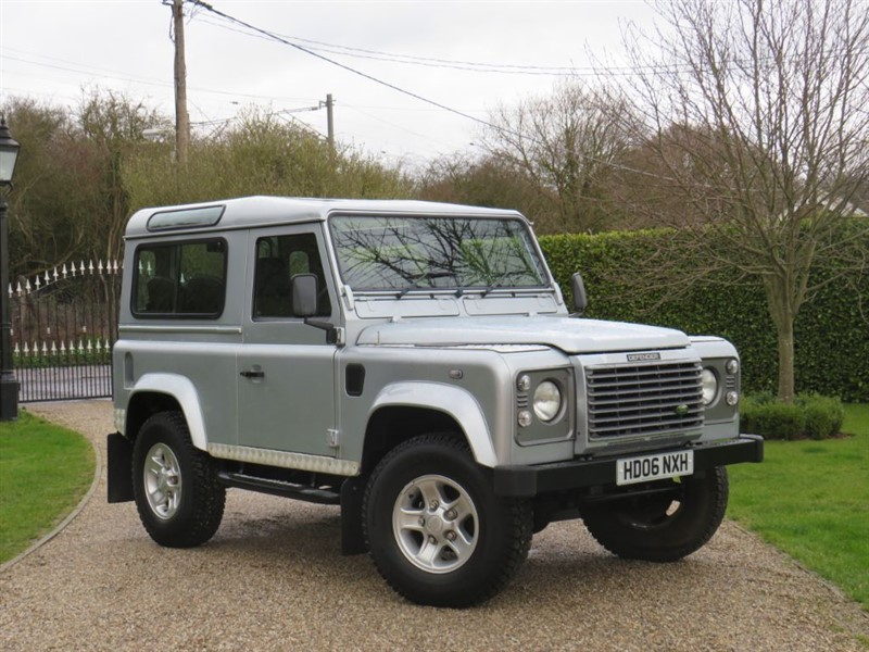 used Land Rover Defender 90 2.5 TD5 XS STATION WAGON JUST 67,000 MILES LAST OF THE Td5's 7 SEATER! in chelmsford-essex