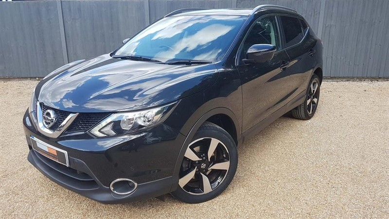 used Nissan Qashqai DIG-T N-Connecta 5dr in in-dorset
