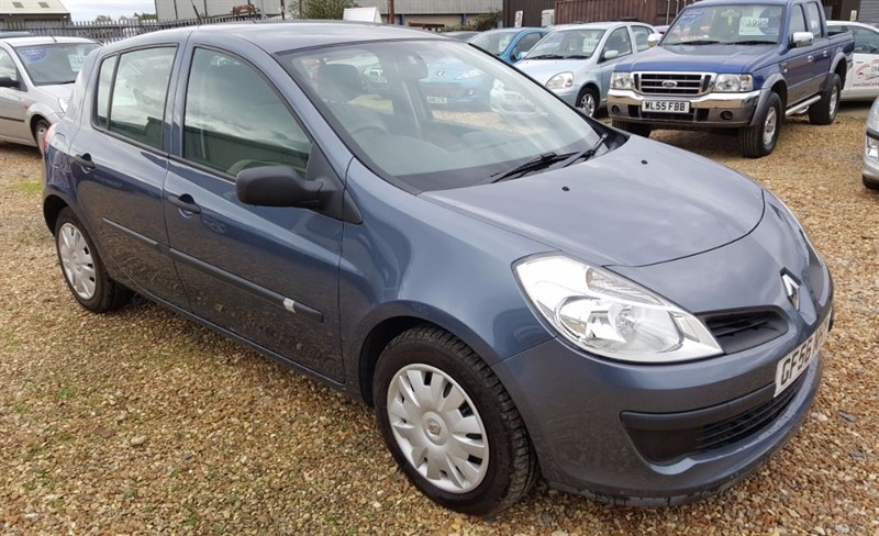 used Renault Clio EXPRESSION 16V in cambridgeshire