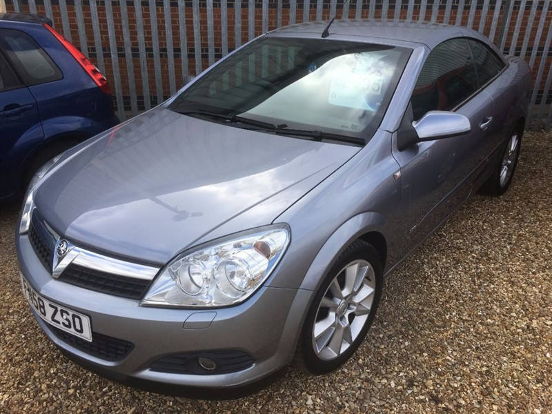 used Vauxhall Astra TWIN TOP DESIGN in cambridgeshire