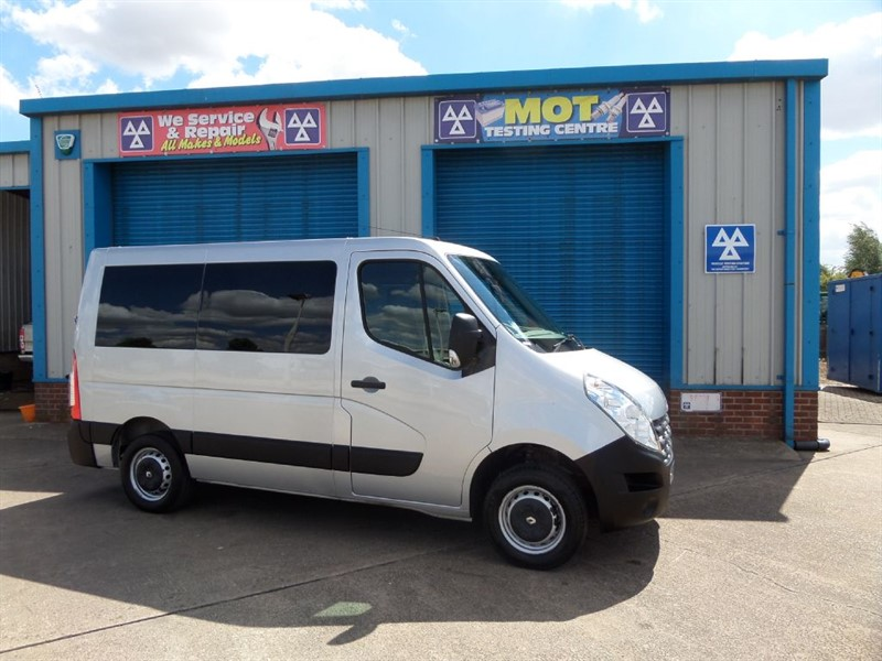 used Renault Master SL30 DCI COMBI 6 seat Wheelchair Lift Vehicle in lincolnshire